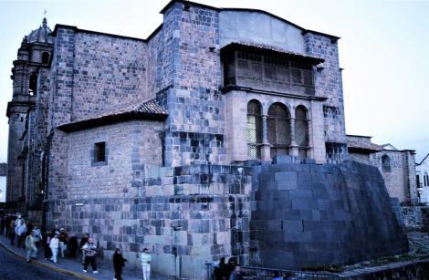 Cuzco: Santo Domingo mit den Außenmauern der Coricancha [Sonnentempel] (2005)