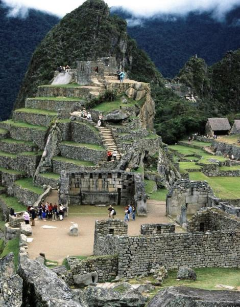 Machu Picchu: unten Heiliger Platz, oben Intiwatana (2005)