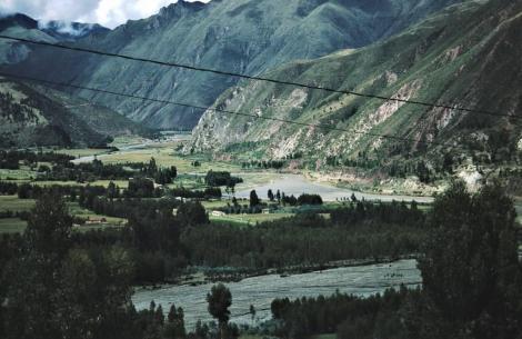 Landschaft zwischen Andahuaylillas und Raqchi (2005)
