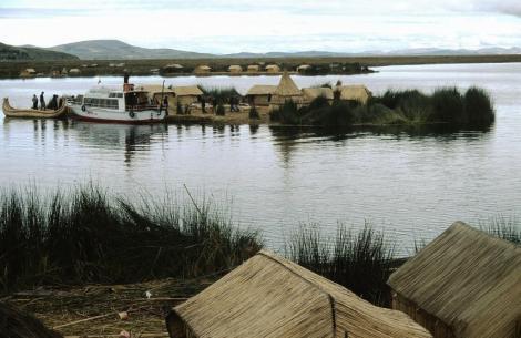 Titicacasee: schwimmende Schilfinseln im Kleinen Titicacasee (2005)
