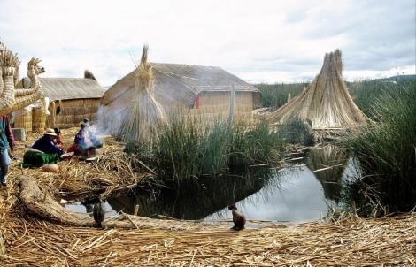 Titicacasee: schwimmende Schilfinsel im Kleinen Titicacasee (2005)