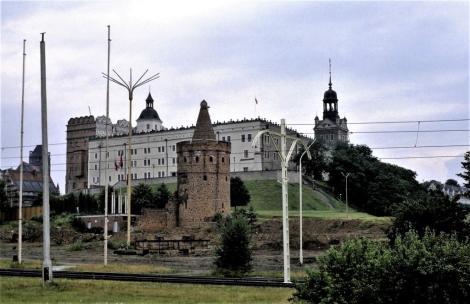 Schloss, davor Siebenmäntelturm in Stettin 1979