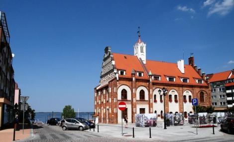 Cammin [poln. Kamien Pomorski]: Rathaus, hinten Camminer Bodden (2012)