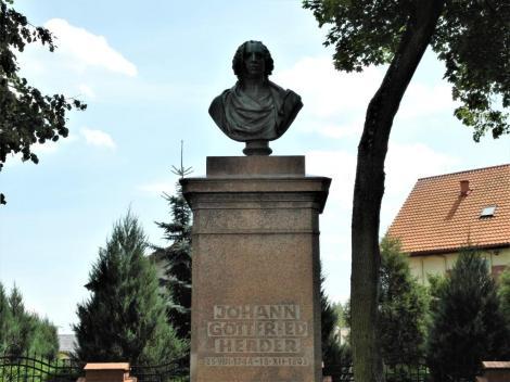 Mohrungen [poln. Morąg]: Herder-Denkmal (2012)