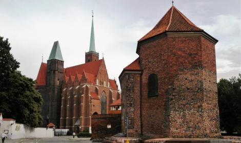 Dominsel: Kreuzkirche [links] und Martinskirche [rechts] (2014)
