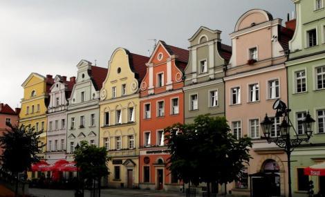 Bunzlau [poln. Bolesławiec]: Häuser am Ring (2014)