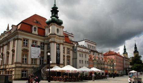 Liegnitz [poln. Legnica]: Ring, links Rathaus (2014)