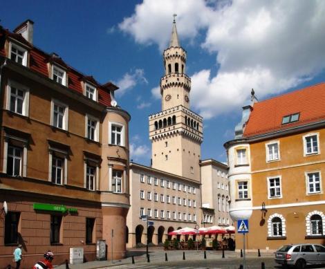Oppeln [poln. Opole]: Blick zum Ring mit Rathaus (2014)