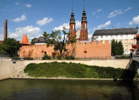 Oppeln [poln. Opole]: Stadtmauer und Kathedrale (2014)