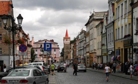 Patschkau [poln. Paczków]: Blick zum Breslauer Torturm (2014)