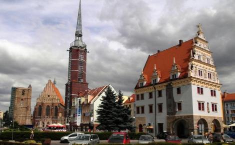 Neisse [poln. Nysa]: Ring mit Jakobskirche, Rathaus, Kämmerei (2014)