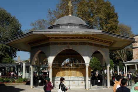 Hagia Sophia: Reinigungsbrunnen Mahmuds I. (2014)