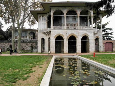 4. Hof: Bagdad-Pavillon (2014)