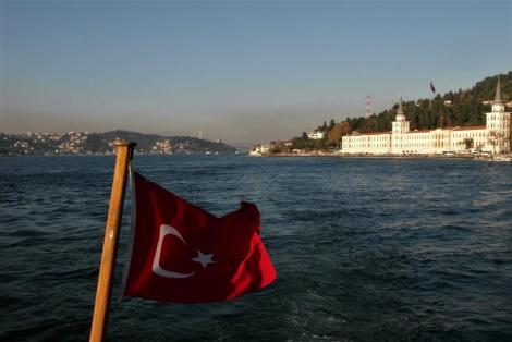 Asiatische Seite des Bosporus mit der Militärschule (2014)