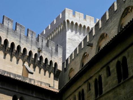 Avignon: Papstpalast - Innenhof des alten Palasts (2013)