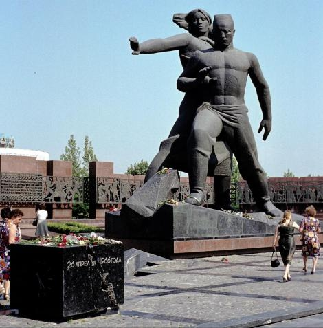Taschkent: Denkmal zum Erdbeben 1966 (1984)