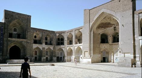 Buchara: Hof der Medrese Abdulasis-Chan (1984)