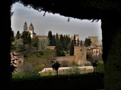 Generalife: Blick zur Alhambra [rechts Partal und Comares-Turm] (2018)