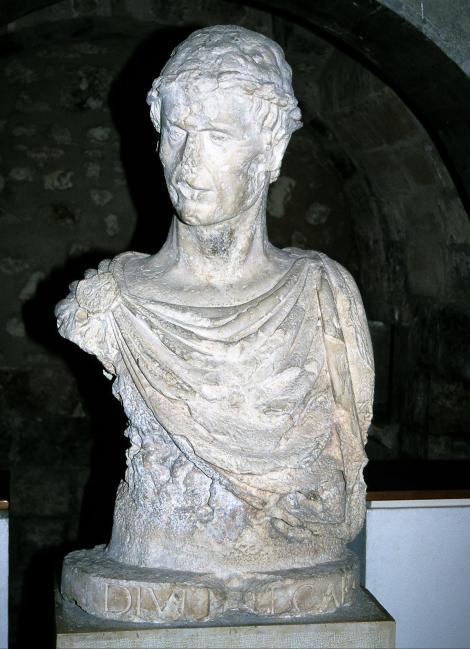Barletta: Kastell - evtl. Büste Kaiser Friedrichs II. (2001)