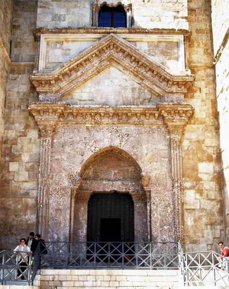Castell del Monte: Portal (2001)