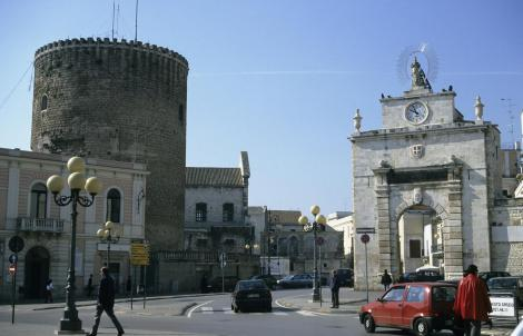 Bitonto: Rundturm und Porta Baresina (2001)