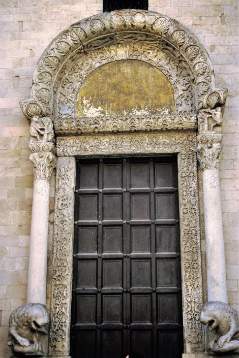 Apul140 Bari: San Nicola - Löwenportal (2001)