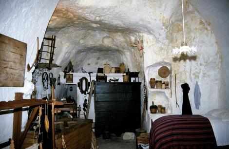 Matera [in der Basilicata]: museal eingerichtete Höhlenwohnung (2001)