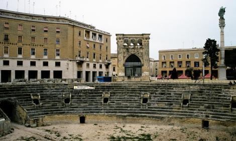 Lecce: Römisches Amphitheater und Orontiussäule (2001)