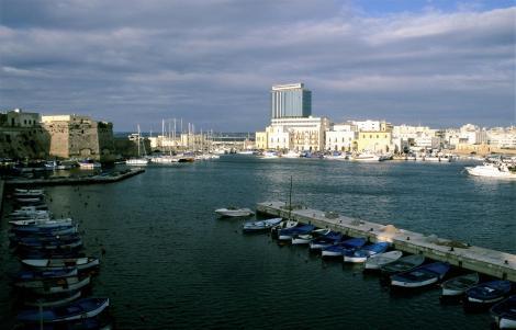 Apul286 Gallipoli Blick zur Brücke zum Festland - Insel mit Kastell (2001)