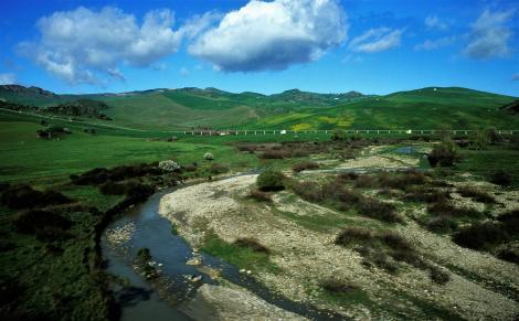 Fluss Torrente Avanella und Trinkwasserleitung nordwestlich von Enna (1999)