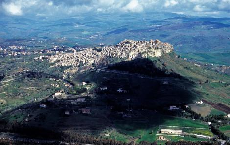 Calascibetta [Blick vom Kastell Enna] (1999)