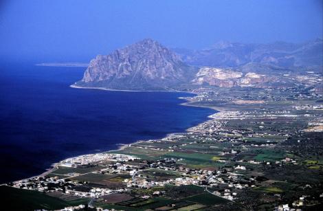Blick von Erice zum Monte Cofano, dahinter links Kap San Vito (1999)