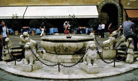 Bergamo: Löwenbrunnen auf der Piazza Vecchio (2002)