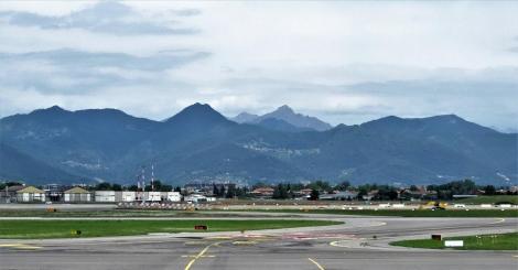 Bergamo: Blick vom Flughafen zu den Alpen (2018)