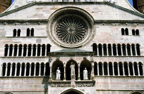 Cremona: Dom (2002)
