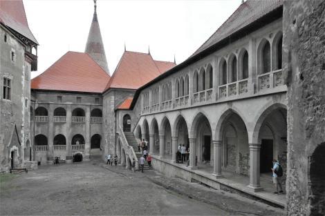 Eisenmarkt: Hunyadi-Burg - Innenhof (2018)