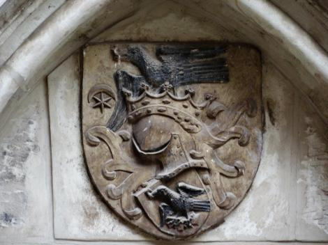 Eisenmarkt: Hunyadi-Burg - Wappen am Paortal der Kapelle (2018)