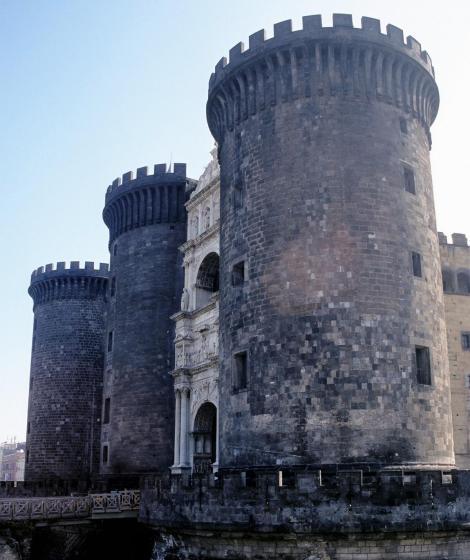 Neapel: Castello Nuovo (2000)