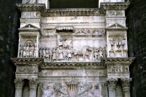 Neapel: Castello Nuovo - Triumphbogen (2000)