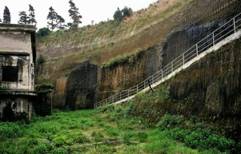 Herculaneum: 20 m hohe Lavaschicht (2000)