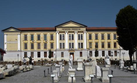 Karlsburg: Universität [ursprünglich Majlath-Gymnasium] (2018)