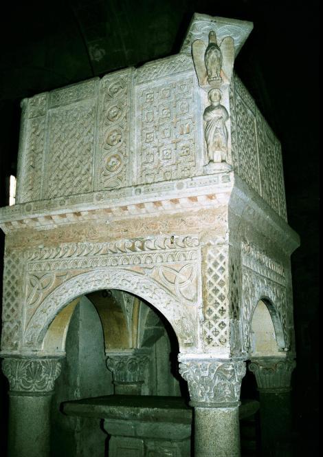 Tuscania: Kirche Santa Maria Maggiore - Kanzel (2002)