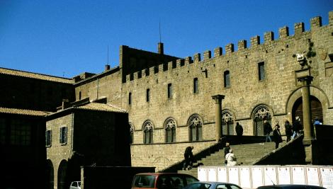 Viterbo: Papstpalast (2002)