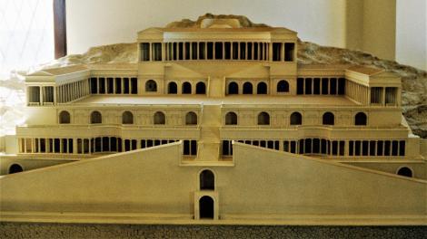 Palaestrina: Archäologisches Museum - Rekonstruktion des Fortunatempels (2002)