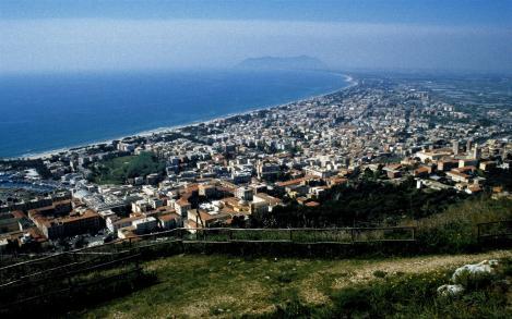 Terracina: Blick vom Jupitertempel auf die Stadt (2002)