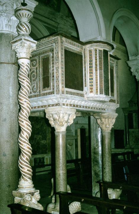 Terracina: Dom - Osterleuchter und Kanzel (2002)