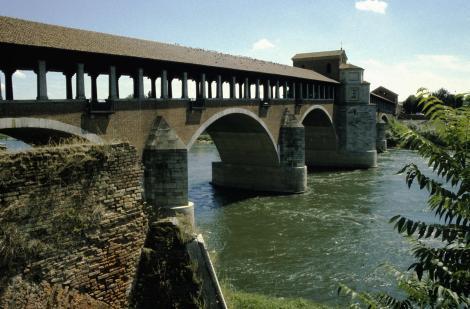 Pavia: Ponte Coperto über den Fluss Tessin [ital. Ticino] (2002)