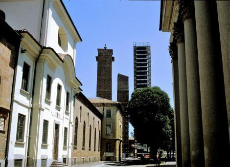 Pavia: Geschlechtertürme (2002)