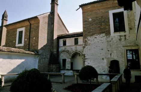 Pavia: Kartause - Mönchszelle mit Garten (2002)