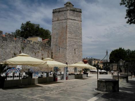 Zadar: Platz der fünf Brunnen und Kapitänsturm (2016)